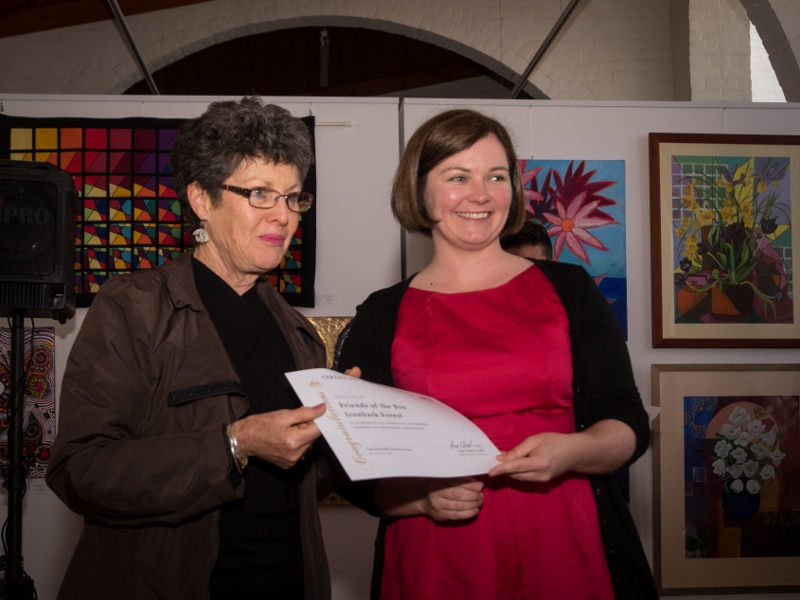 Lyn Amaterstein accepting a volunteering certificate on behalf of FOBIF from Bendigo MHR Lisa Chesters